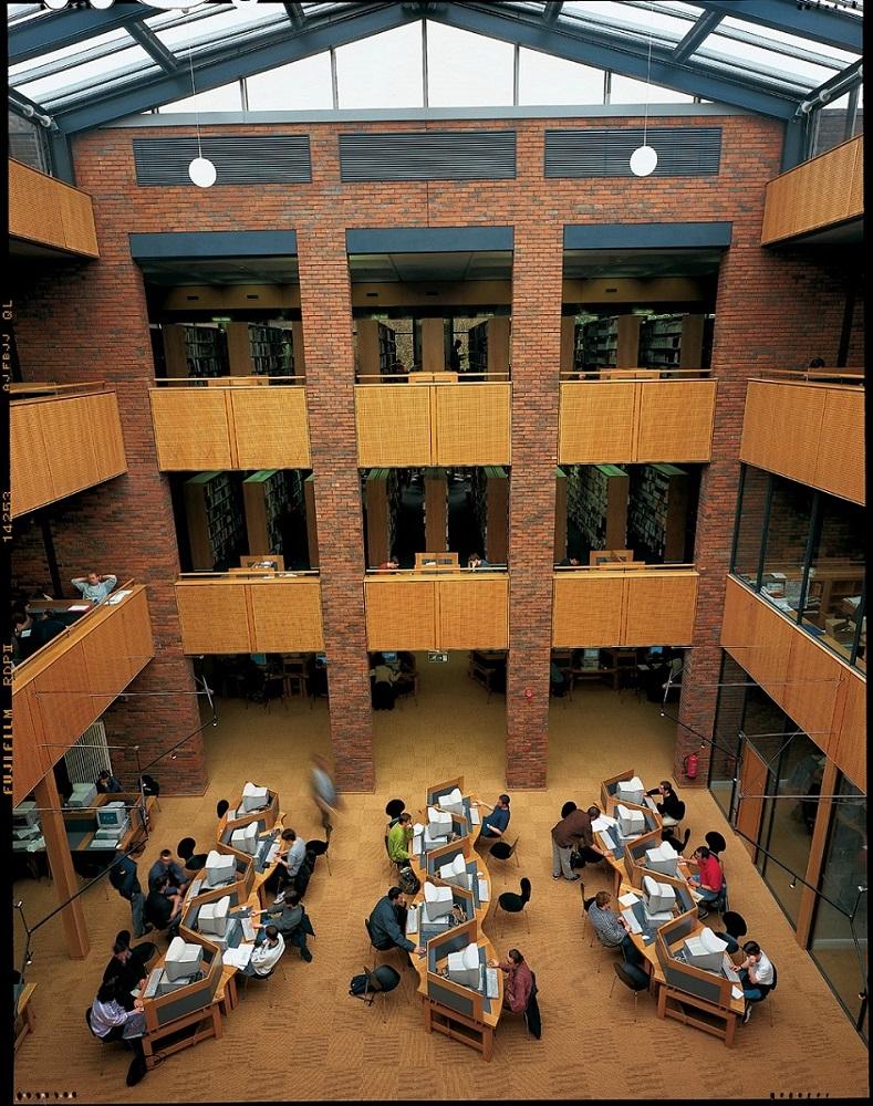 Biblioteca en el campus