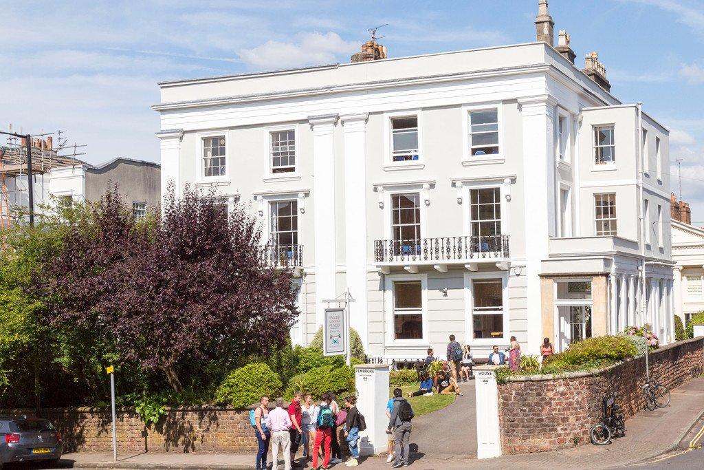 Edificio de la escuela en Bristol