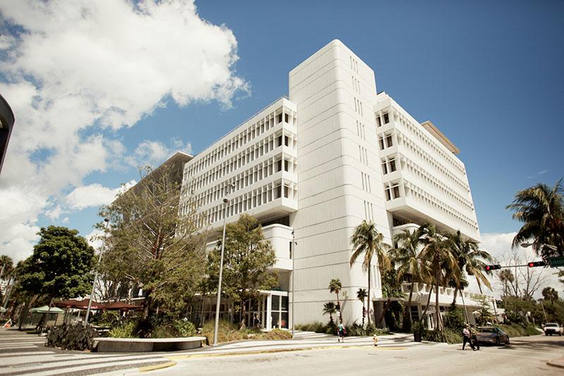 Estudia en Miami