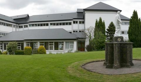 """Colegio público en Irlanda """"Presentation Secondary School Clonmel"""""""