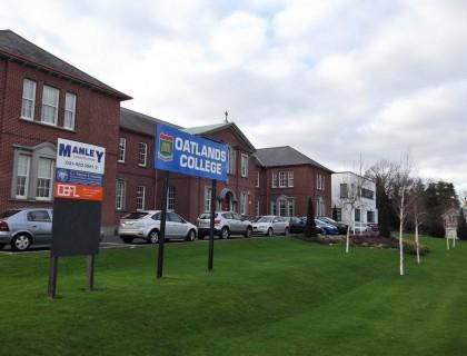 "Colegio público en Irlanda ""Oatlands College"""