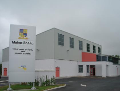 "Colegio público en Irlanda ""Muinebheag Vocational School Carlow"""